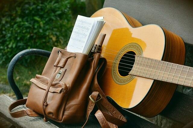 como tocar violão